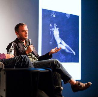 MAGNUM-photographer Christopher Anderson spoke about his work 'Son'. (Photo: Matthias Oertel)