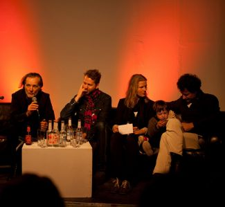 The Fotodoks couch with Paul Lowe, Helge Skodvin, Bettina Camilla Vestergaard, Christoph Draeger and son. (Photo: Birkenholz)