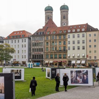 For the second time Fotodoks presented an outdoor exhibition at Marienhof in Munich in 2015. (Photo: Robert Pupeter)